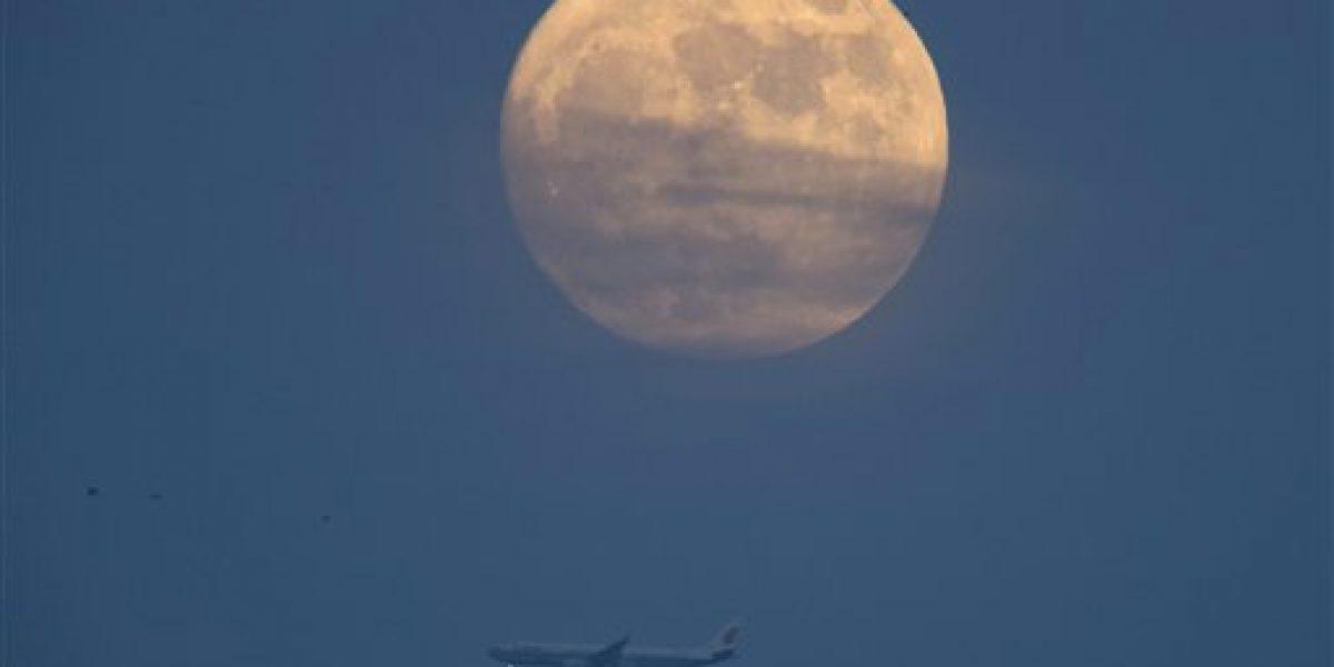 Otra superluna decora los cielos de China