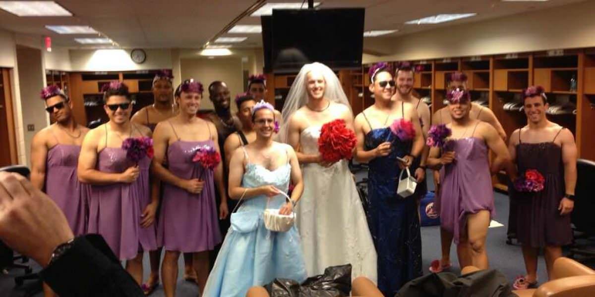 MLB aprueba reglamento de prohibir vestir a jugadores como mujeres
