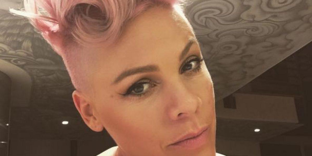 Pink presume su embarazo con una foto topless