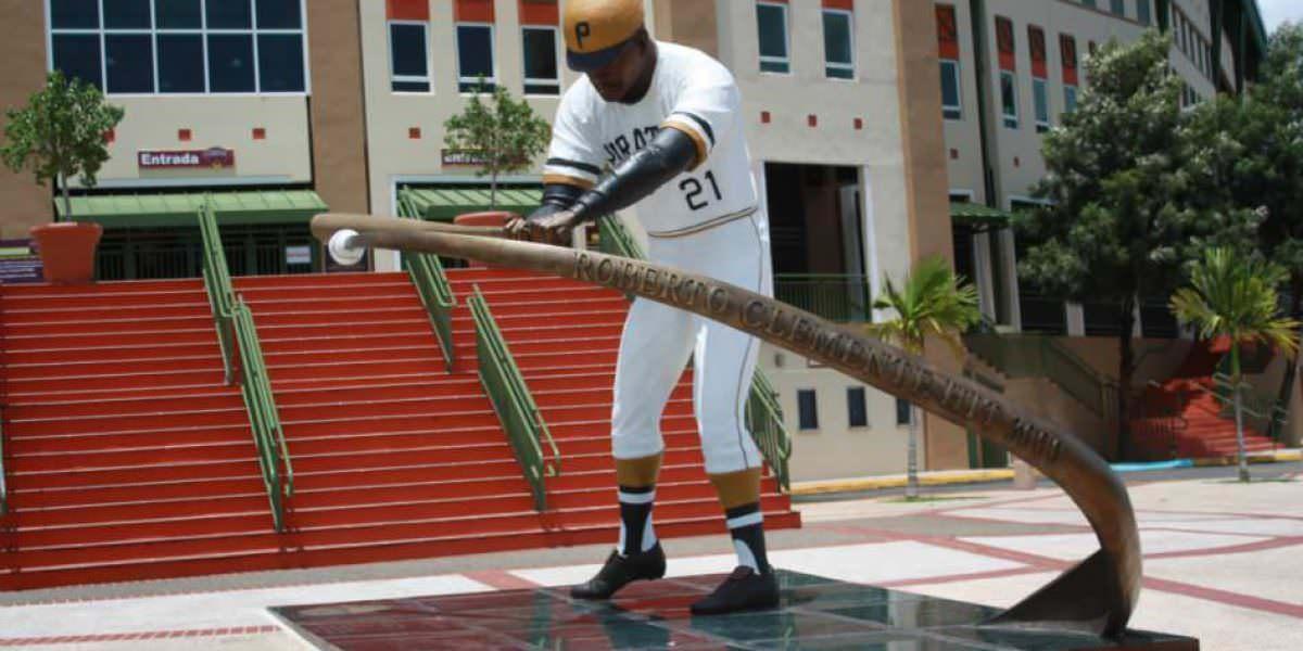 En la isla peloteros de MLB para clínicas