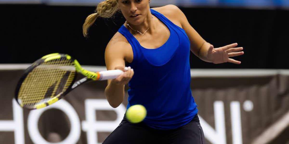 De pretemporada Mónica en el juego ante Sharapova