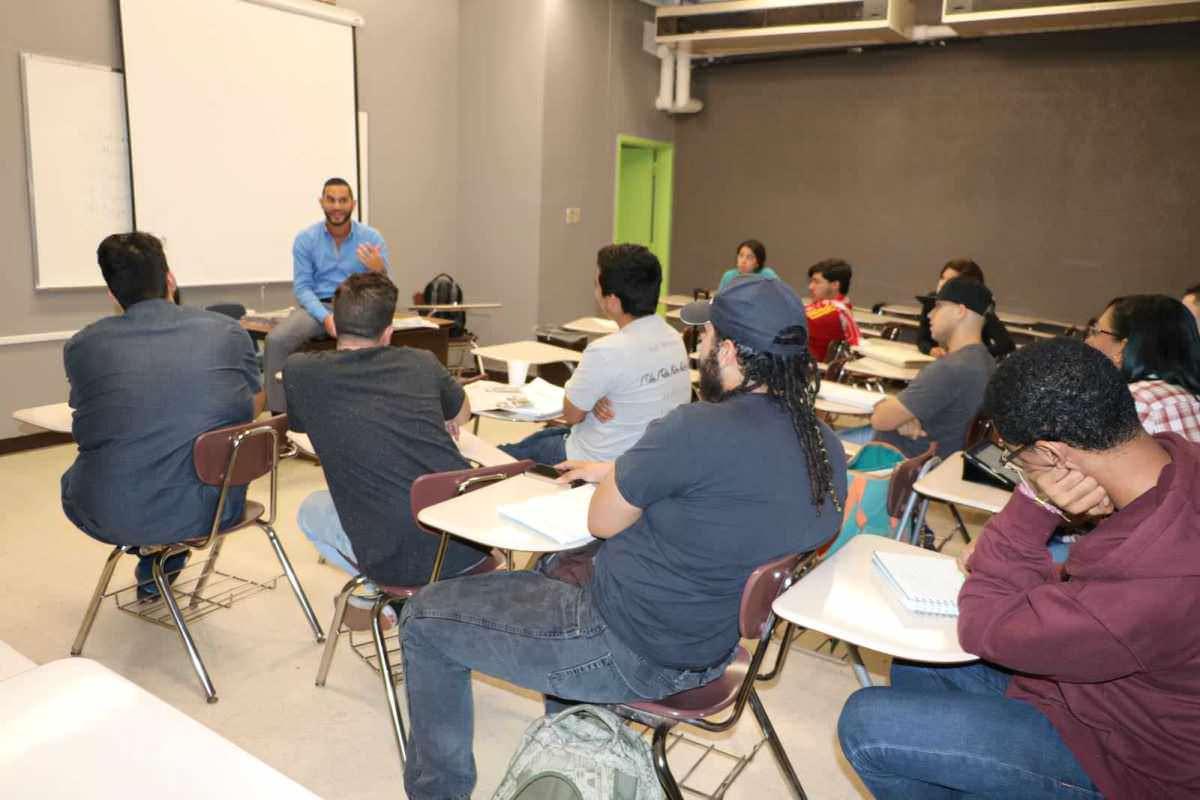Encuentro entre estudiantes de la Universidad Interamericana y el periódico Metro Puerto Rico. / Lilly Rivera. Imagen Por:
