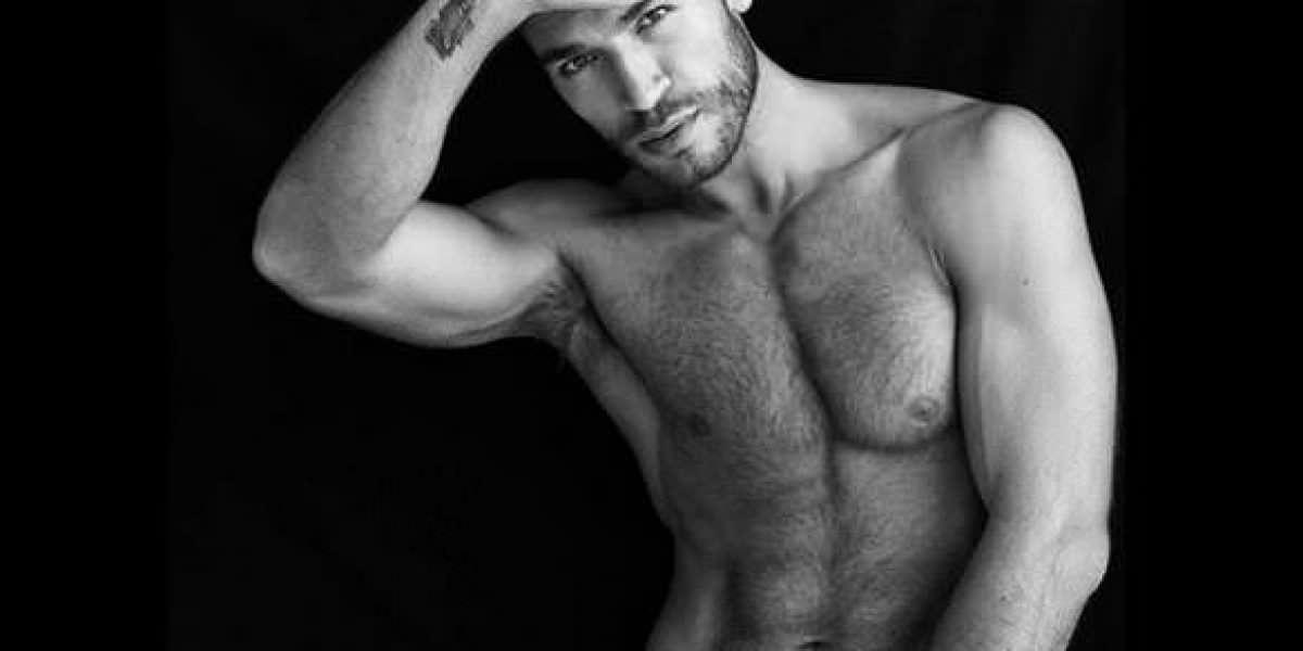 Revelan fotos de supuesto ex de Ricky Martin desnudo
