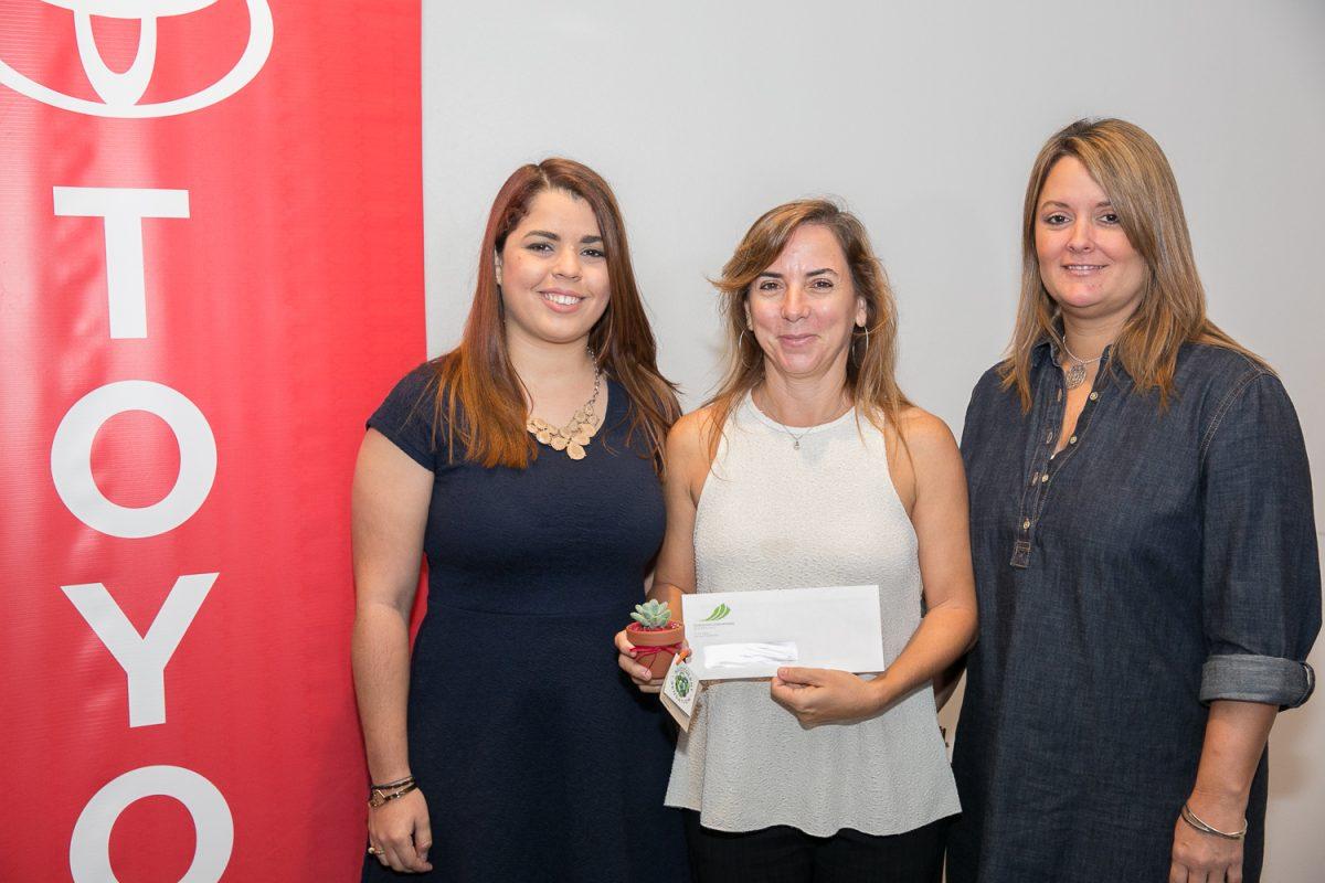 Nadja Rivera y María Elena García de la Organización Pro Ambiente Sustentable; Maribel Bengoa, gerente de mercadeo, Toyota de Puerto Rico.. Imagen Por: