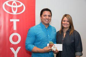 Jeiger Medina de Protectores de Cuencas, Inc.; Maribel Bengoa, gerente de mercadeo, Toyota de Puerto Rico.. Imagen Por: