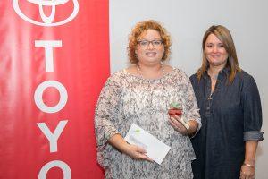 Carla Minet, del Centro de Periodismo Investigativo; Maribel Bengoa, gerente de mercadeo, Toyota de Puerto Rico.. Imagen Por: