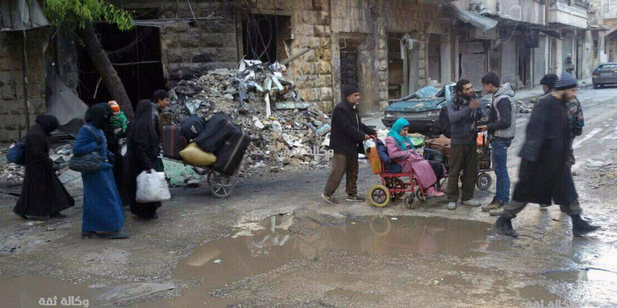Rebeldes y civiles comienzan a salir de Alepo