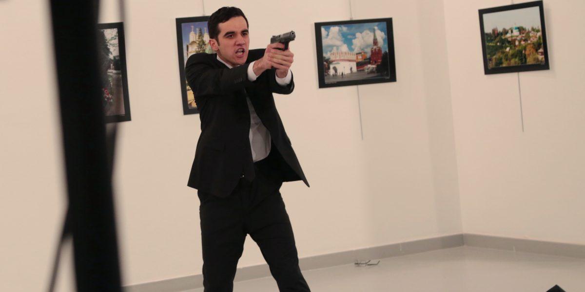 Asesinan a embajador ruso en Turquía