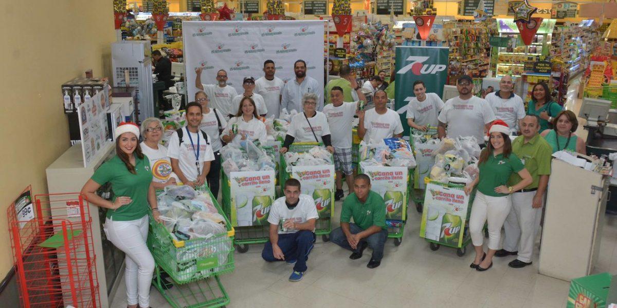 20 familias reciben ayuda para compra navideña