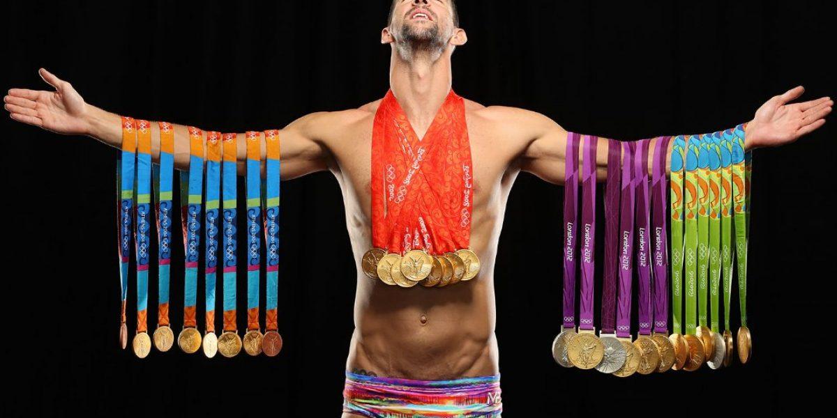 Phelps posa para revista con sus 23 medallas de oro