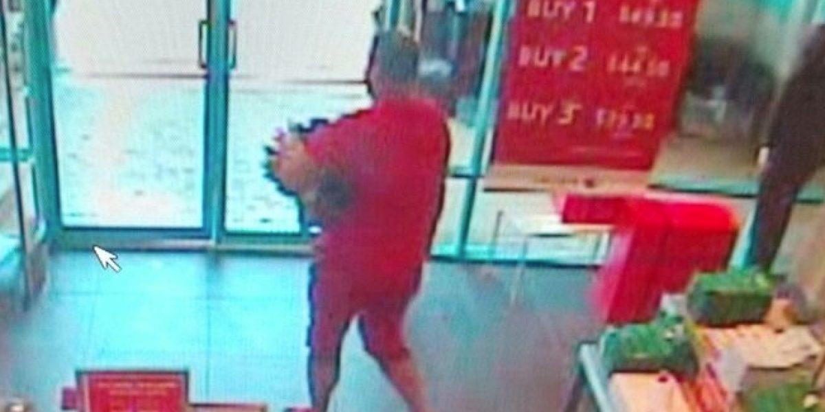 Buscan hombre por robar camisas en los Outlets de Barceloneta
