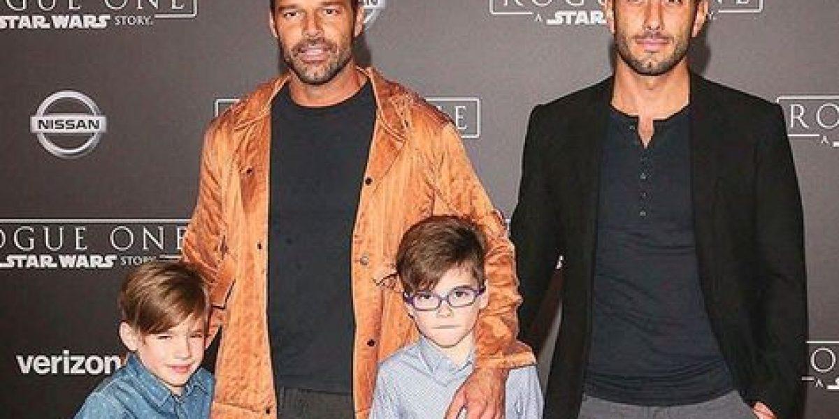 Pareja de Ricky Martin intenta ser simpático con los niños