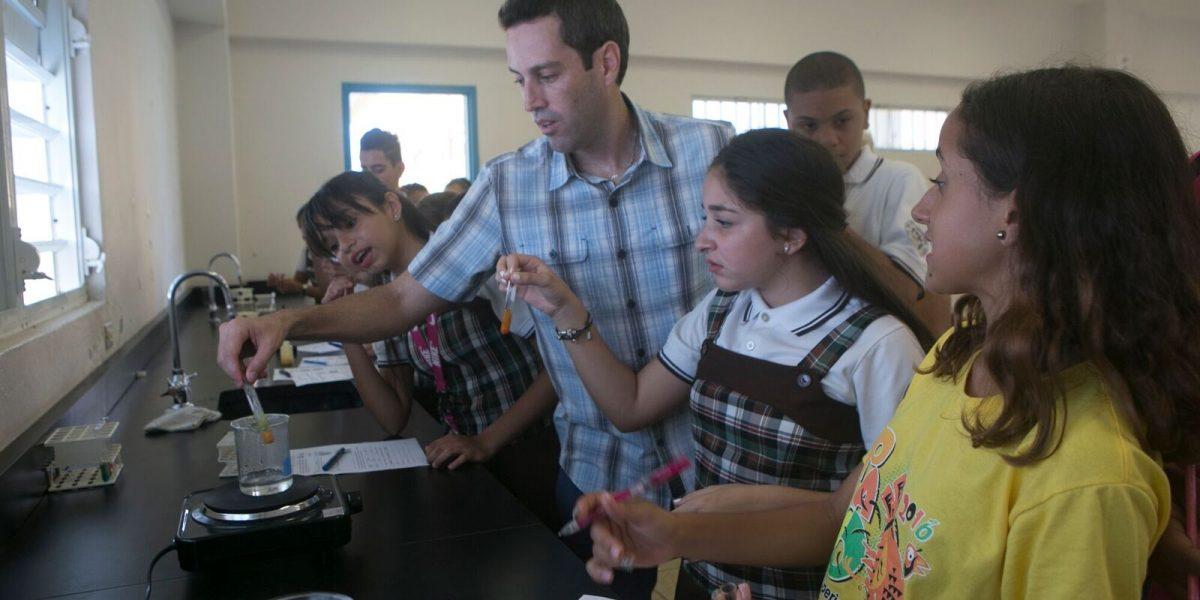 Elaboran curso electivo en Biotecnología para estudiantes de escuela superior