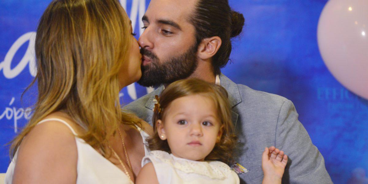 Adamari López publica foto navideña junto a su familia