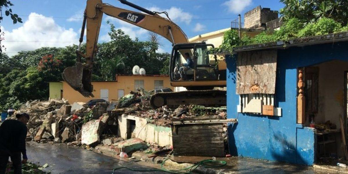 Municipio de Aguas Buenas elimina estorbos públicos