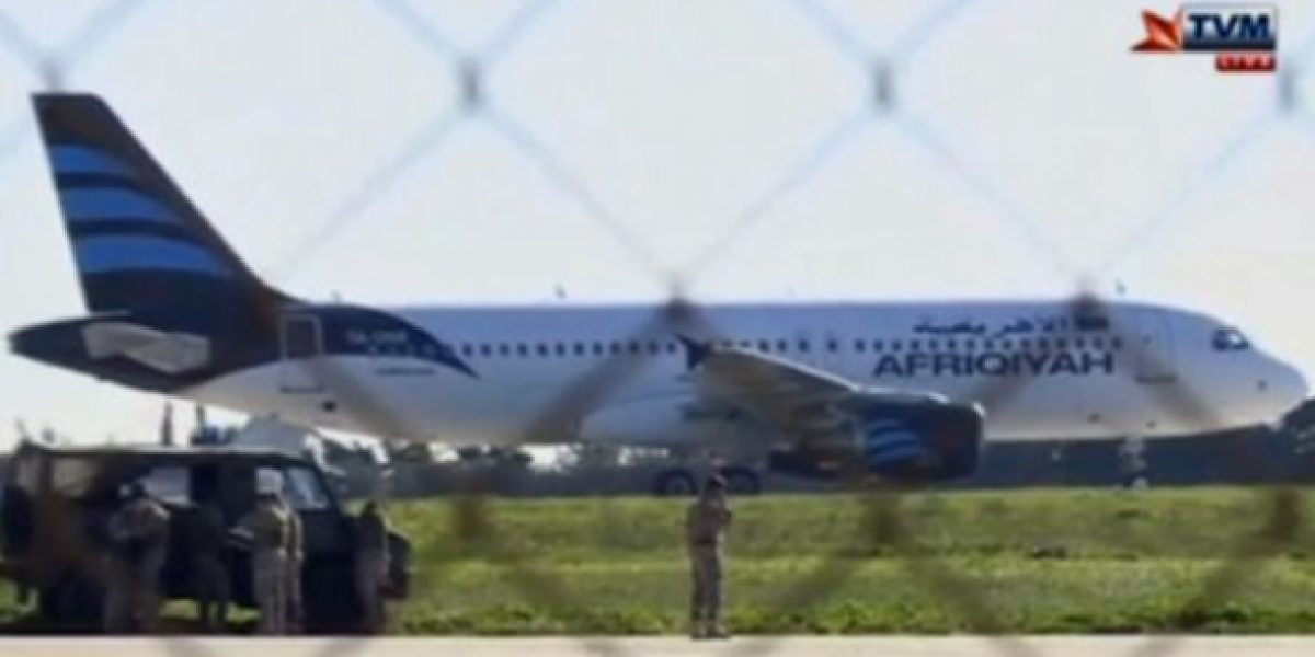 Aterriza avión libio con dos secuestradores a bordo