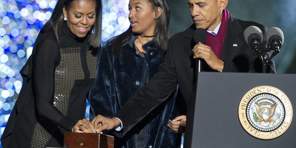 Barack y Michelle Obama resaltan valores en último mensaje navideño