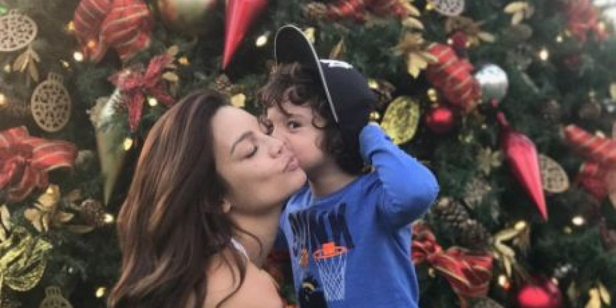 Hijo de Zuleyka y Barea no puede contener la emoción al ver sus regalos