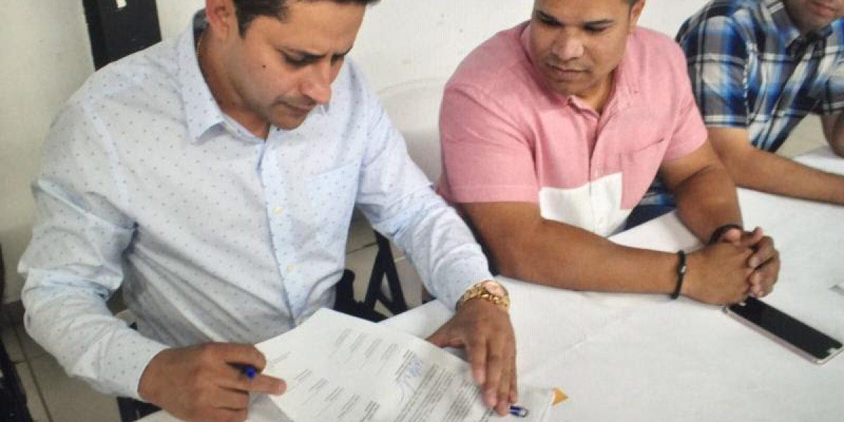 Delegados de Arecibo firman resolución en apoyo a sustituto de representante electo