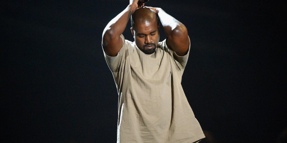 Ven a Kanye West solo y con nuevo look