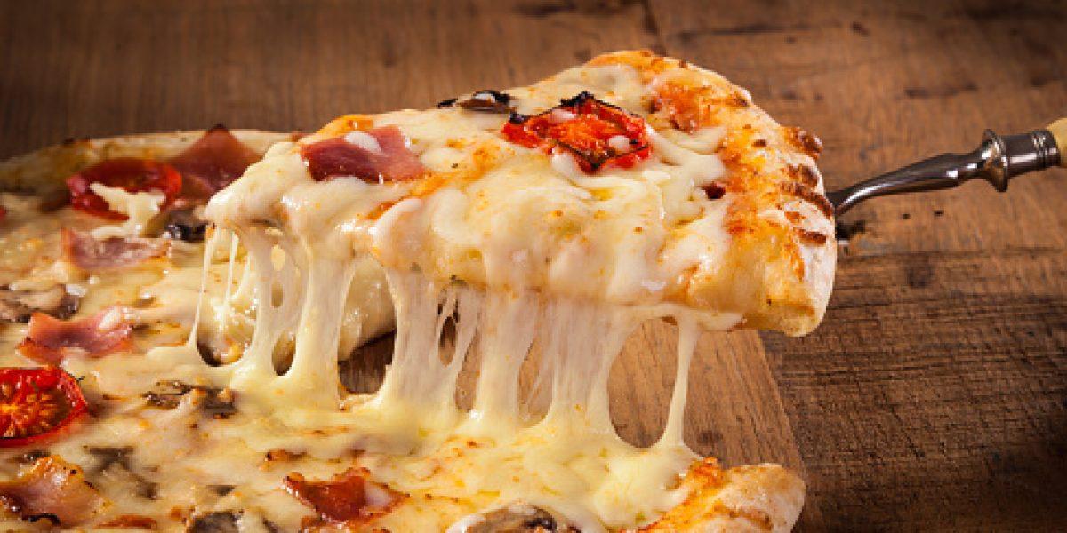 Paciente de cáncer dona premio de pizzería a banco de comida
