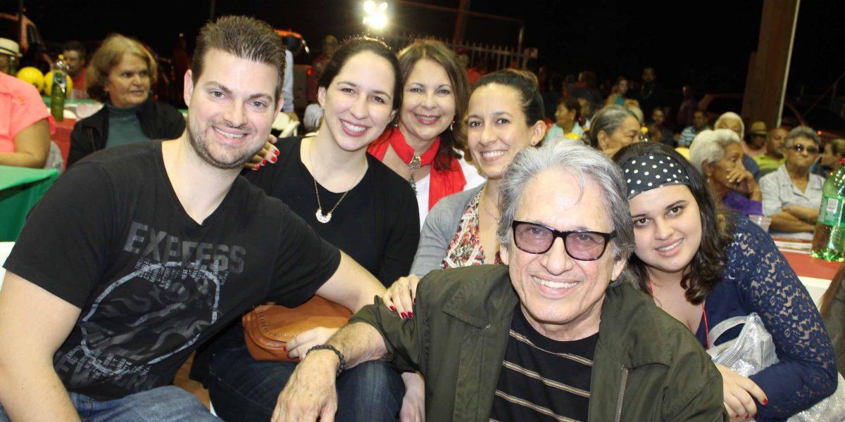 José Nogueras lleva a su familia a las parrandas navideñas en distintos escenarios del País