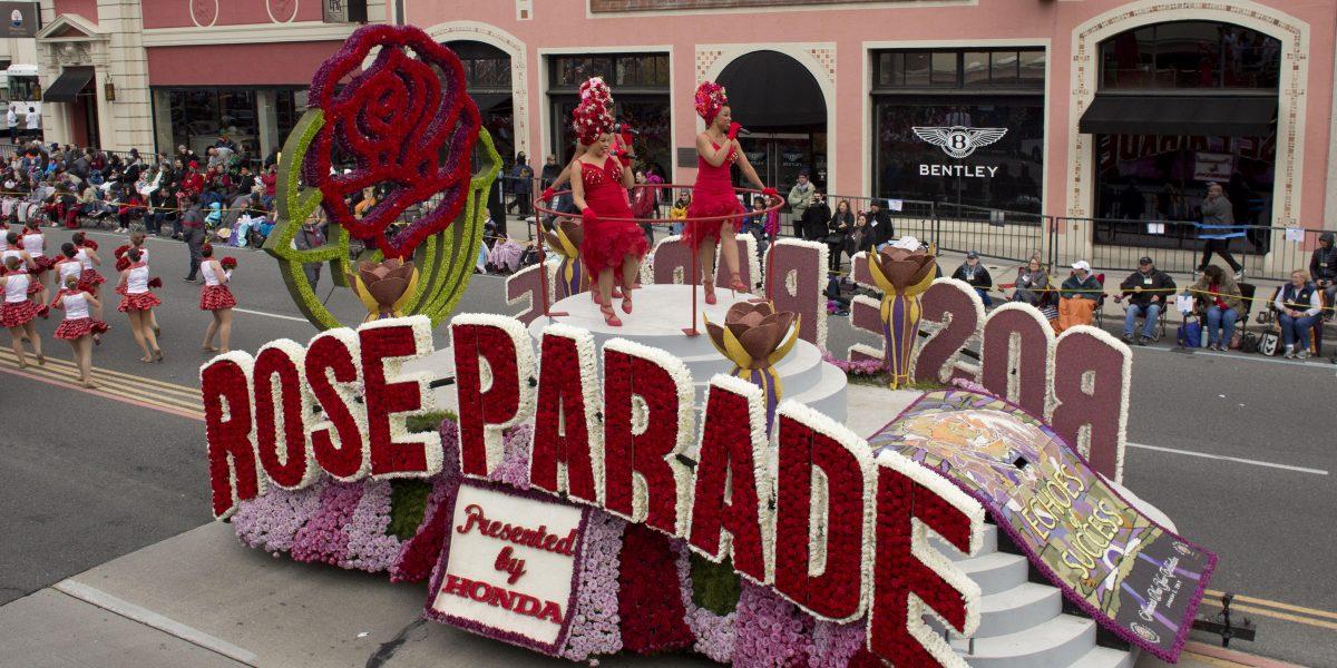 Desfile de las Rosas honra a víctimas de masacre en Orlando