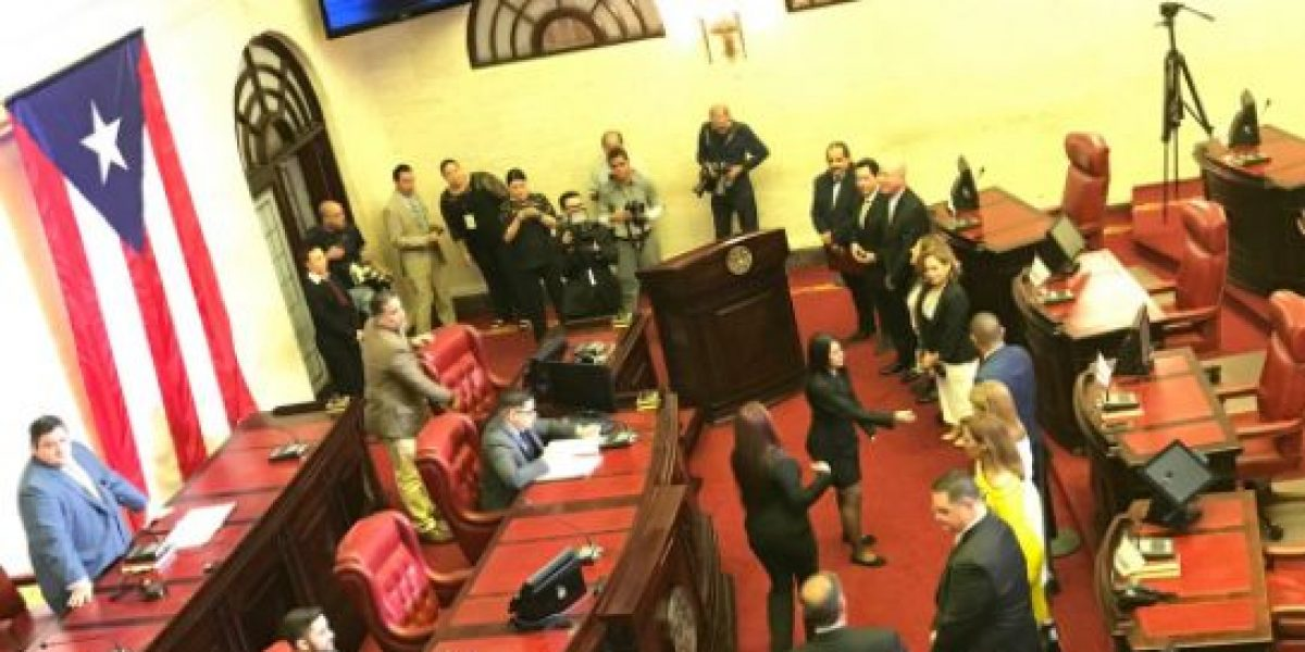 Senado cambia bandera de Puerto Rico