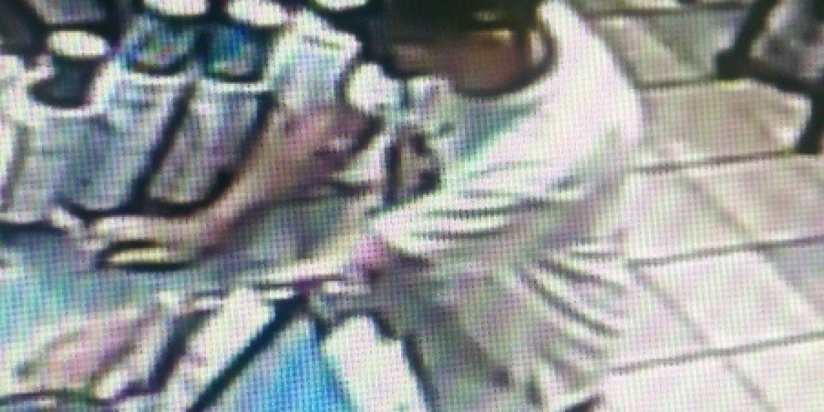 Buscan a hombre que asaltó restaurante con jeringuilla con sangre