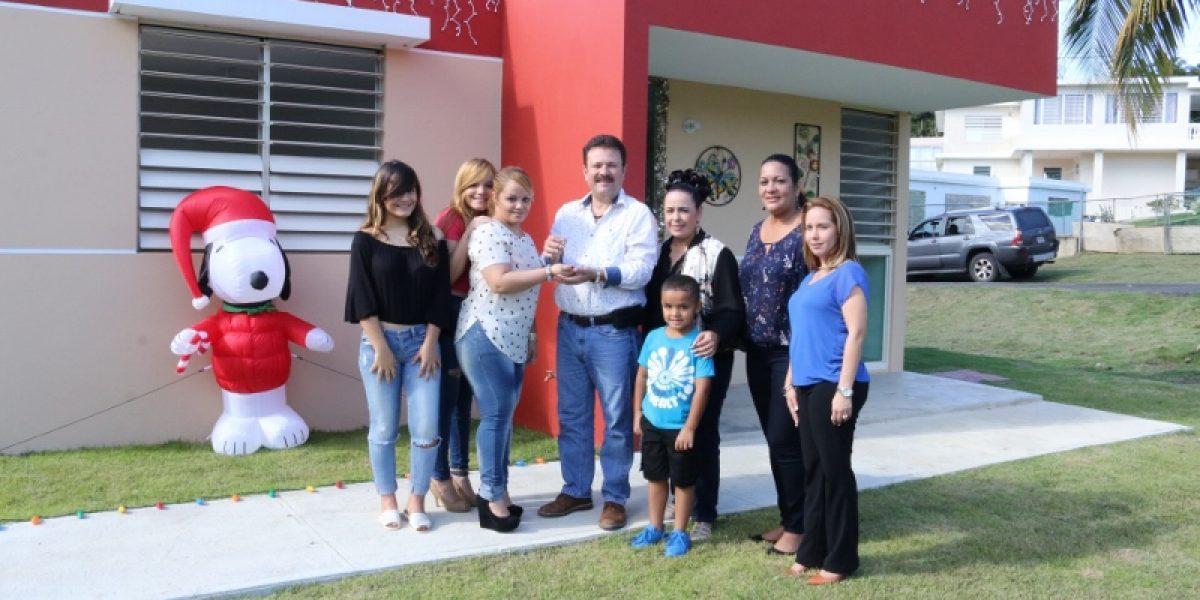 Familia recibe nuevo hogar por parte del municipio de Carolina