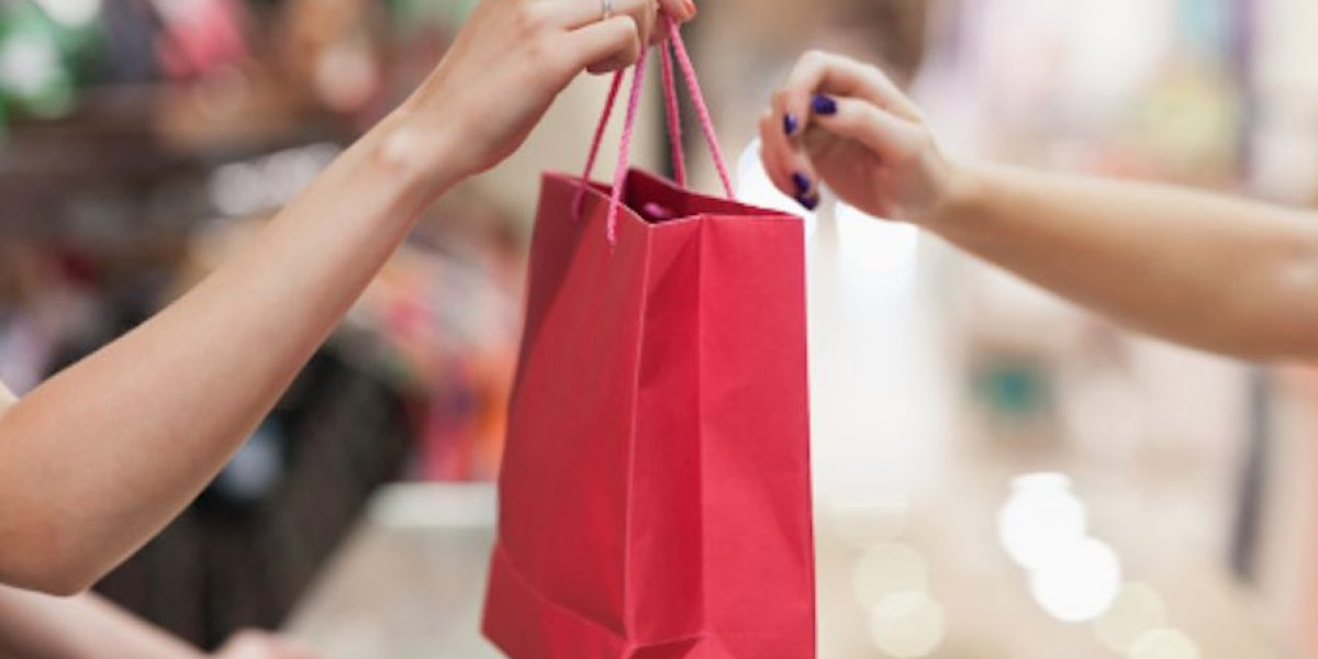 Destilan optimismo con ventas sin IVU y Reyes