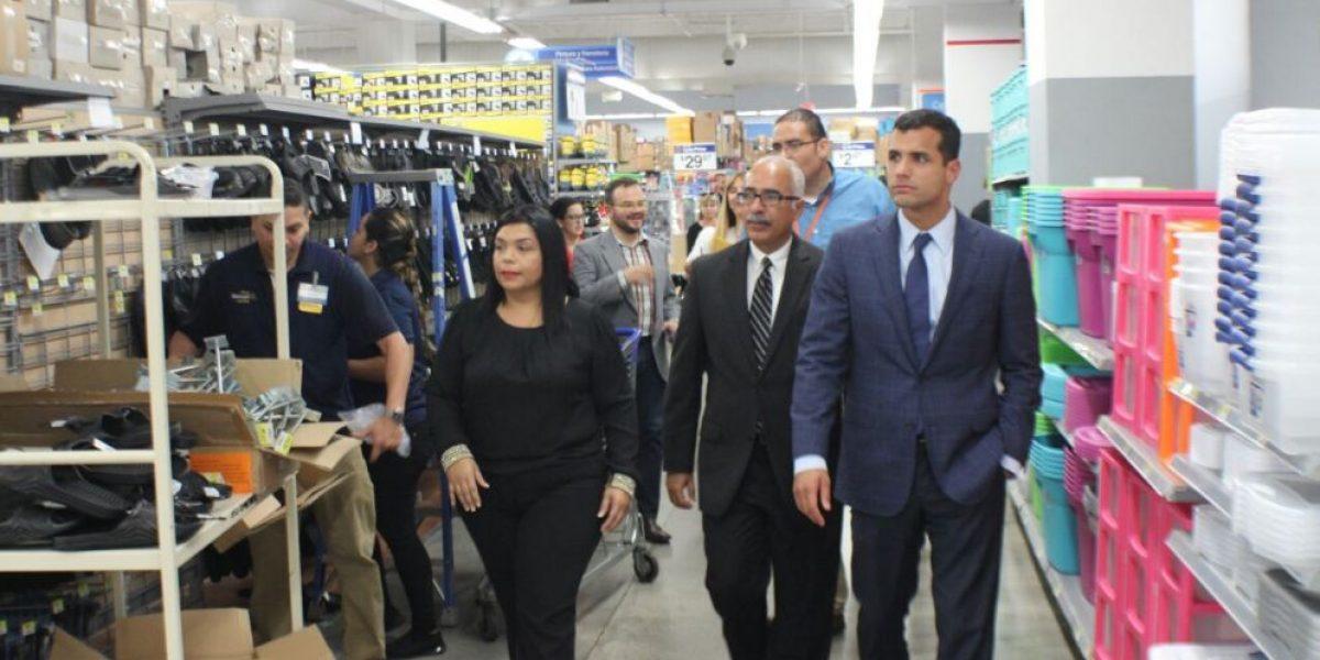Funcionarios inspeccionan ventas sin IVU