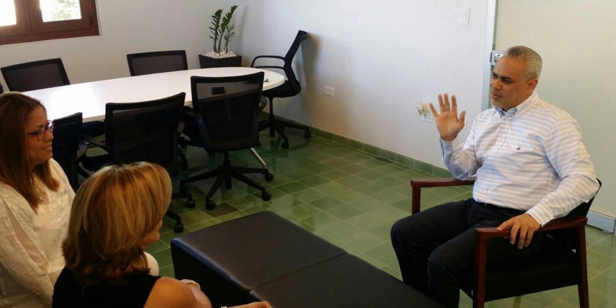 Senador Correa se reúne con designada administradora de la Asume