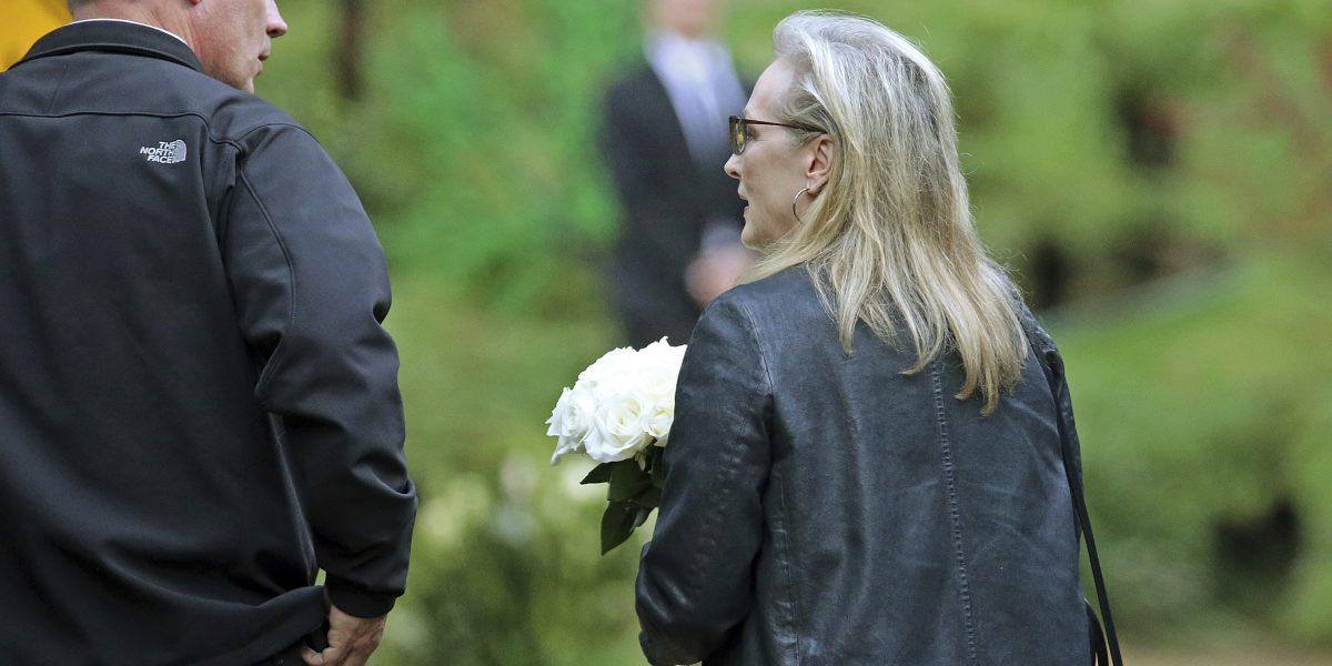 Lourd y Streep en el funeral de Reynolds y Fisher