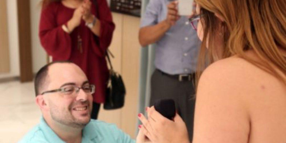 Pareja se compromete en tienda Tiffany de The Mall of San Juan