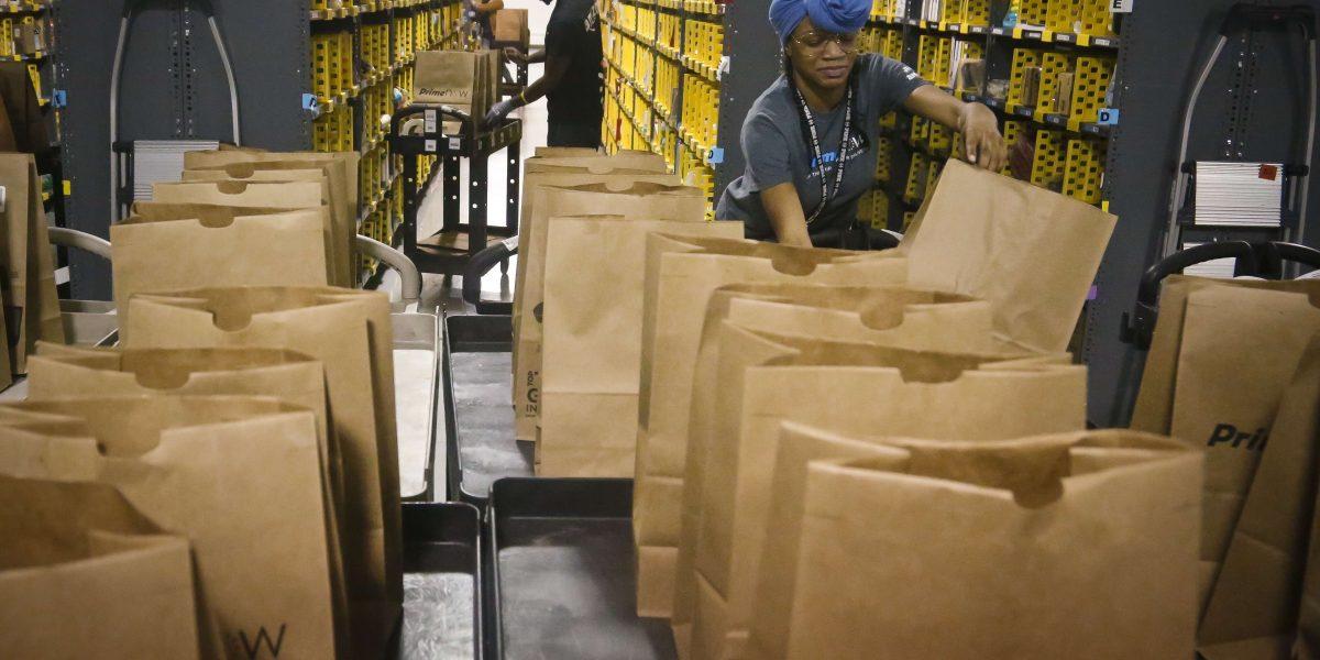Amazon contratará 100,000 mil personas