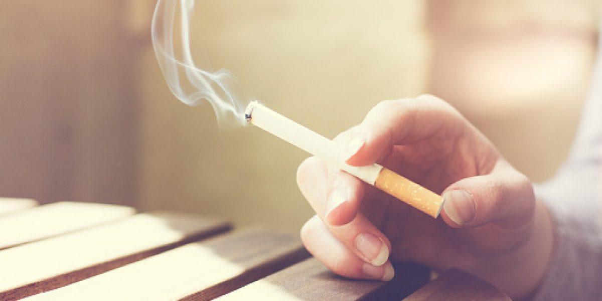 Podrían prohibir fumar en lugares comunes de condominios
