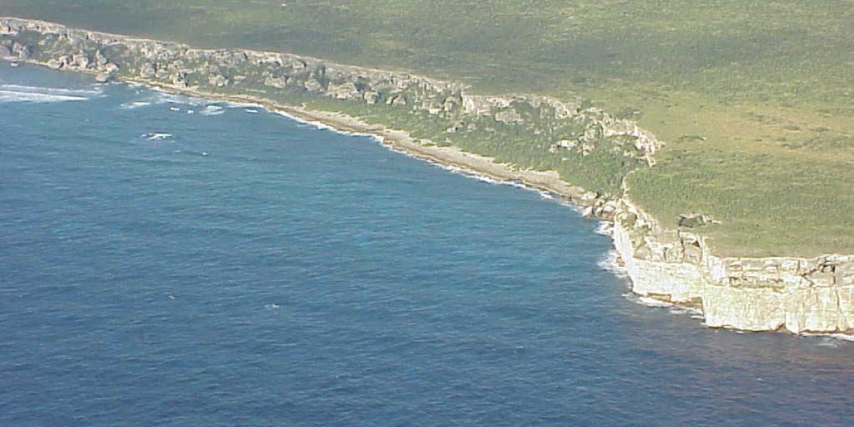 Proveen ayuda y alimentos a grupo de boricuas varados en Isla de Mona