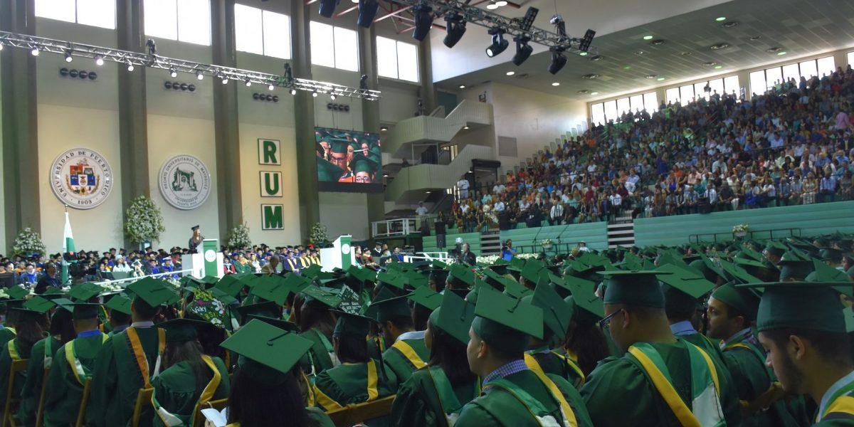 RUM celebra por primera vez graduación en enero