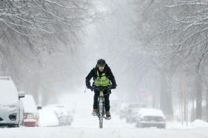 Tormenta invernal provoca cancelación de vuelos y cierres de escuelas en EE.UU.
