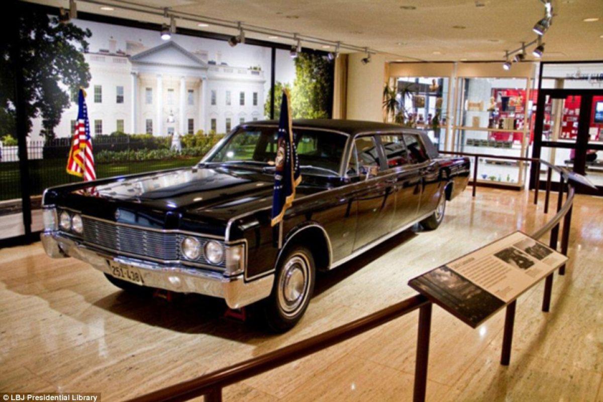 El carro del presidente Lyndon Johnson en 1968, sin armas o equipo a prueba de bala.