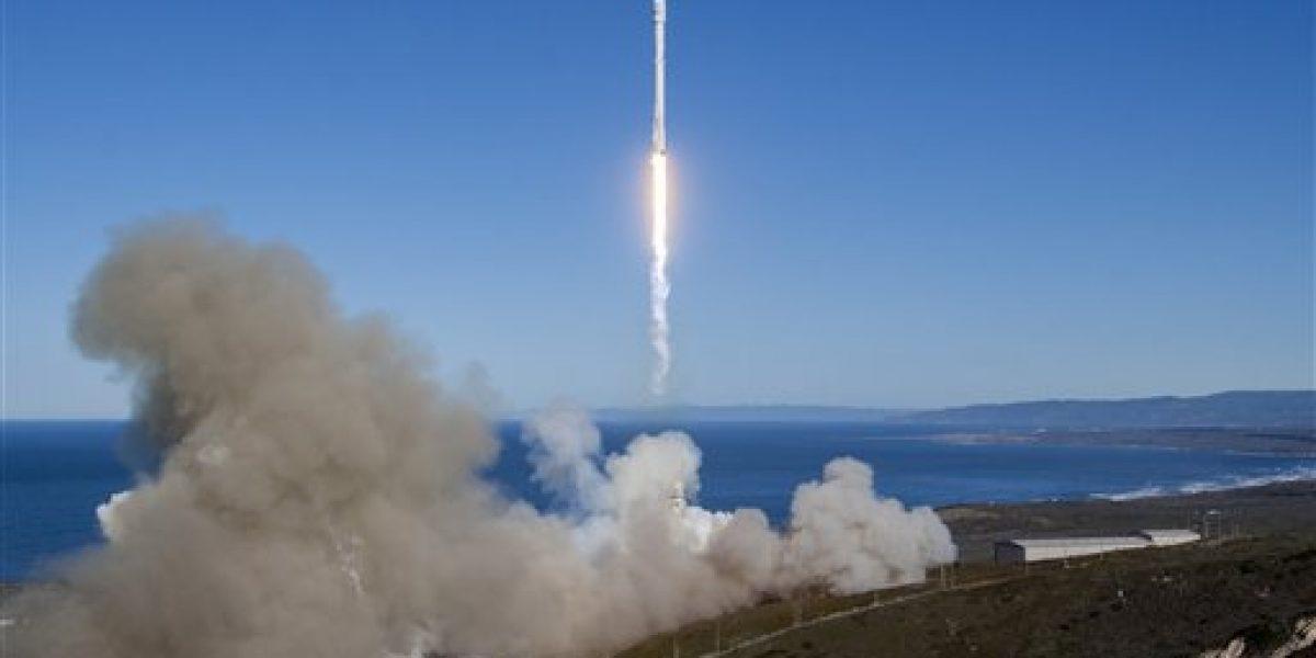 SpaceX lanza su primer cohete desde explosión en Florida