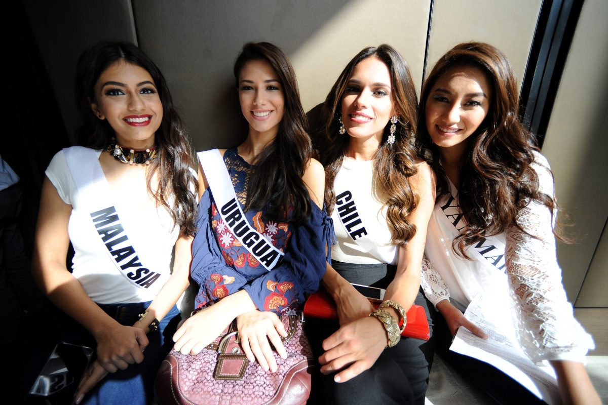 © WME IMG. Imagen Por: Miss Uruguay, Miss Chile y Miss Myanmar.