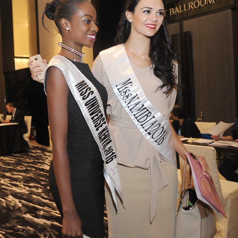 © WME IMG. Imagen Por: Miss Kenya, Mary Esther Were y Miss Namibia Lizelle Esterhuizen.