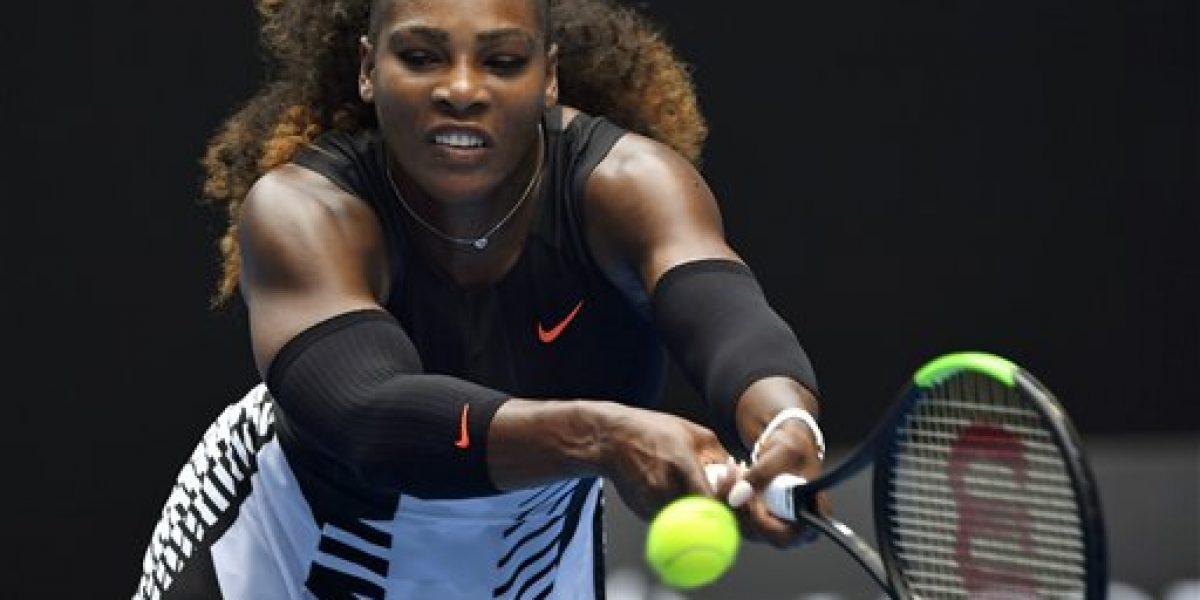 Serena Williams supera complicado debut en Australia
