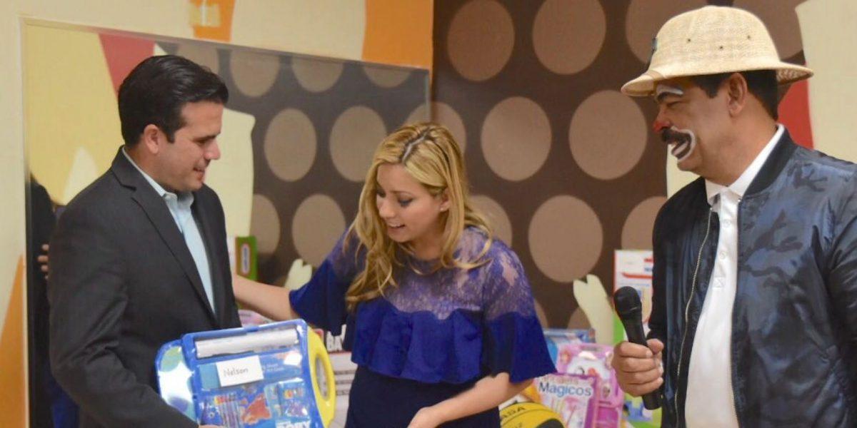 Rosselló Nevares visita junto a la primera dama el Hospital del Niño