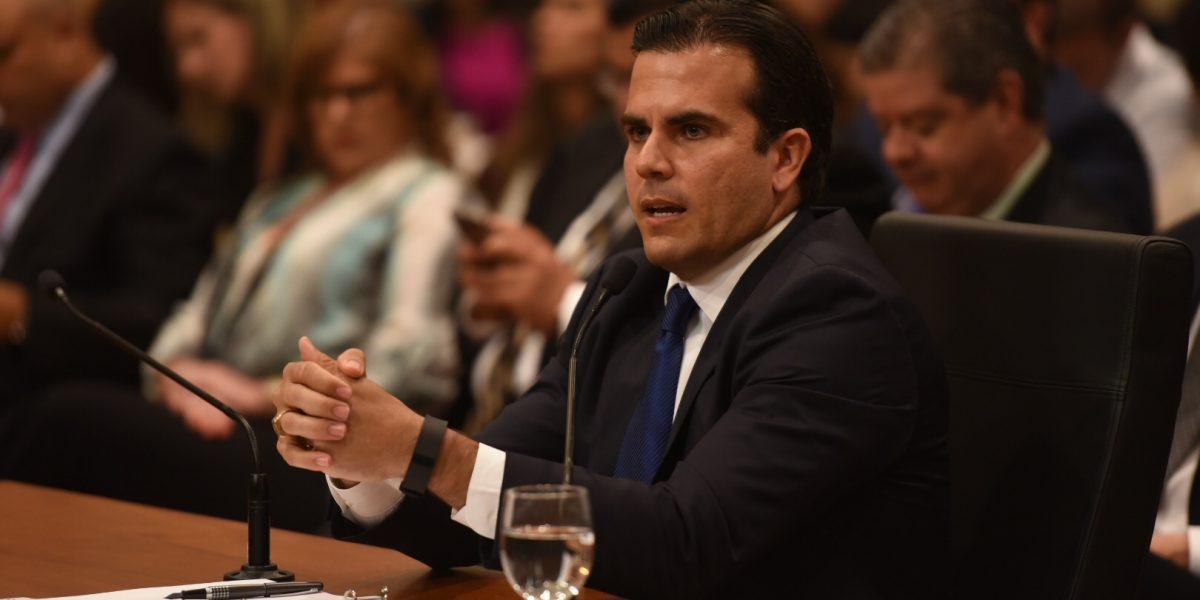 Gobernador evalúa enmiendas a la reforma laboral