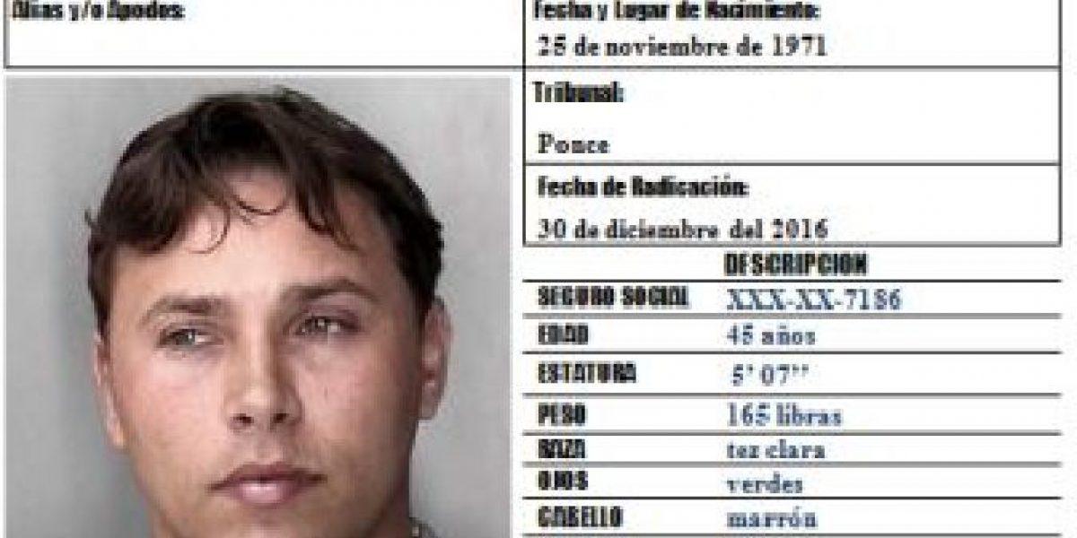 Arrestan hombre que tiroteó carro en el que viajaba su esposa