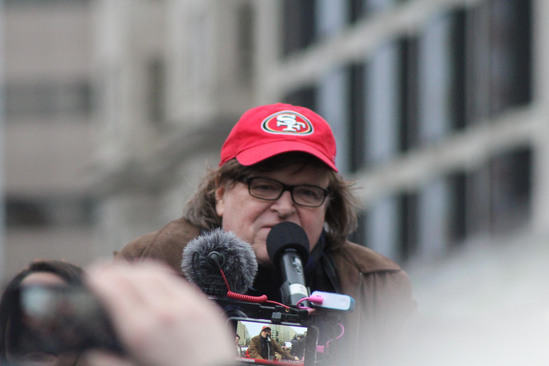 Michael Moore llegó hasta las protestas en Washington D. C., luego de juramentación del presidente Donald Trump. / Foto: David Cordero Mercado