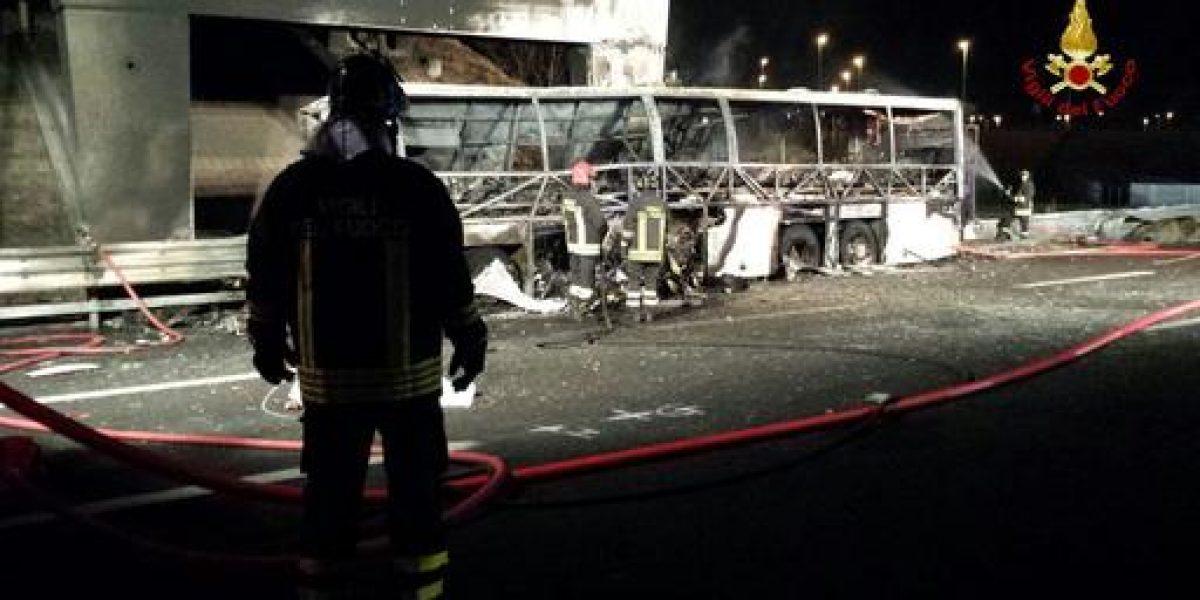 Al menos 16 muertos al estrellarse un autobús en Italia